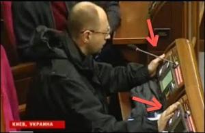 EU, US, Berliner Experte für Demokratie in Kiew