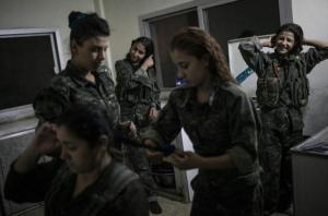 Kurden women fighter