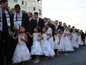 Kinder Zwangs Heiraten der Palästinenser und Afghanen Mafia, nachdem Grünen Pädophilen Modell