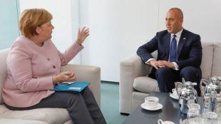 Merkel-Ramuz Haradinaj.jpg