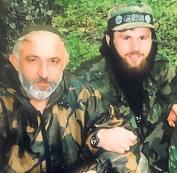 Rechts der nie abgeschobene Terrorist, CIA Mann: Khangoshvili, der wohl in einem Blutrache Mord in Berlin hingerichtet wurde.