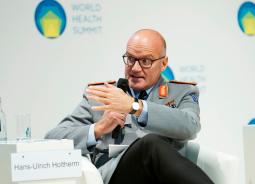 General: Hans-Ulrich Holterm dabei, Chef Arzt der Bundeswehr, bei vielen geheimen Auslands Einsätzen schon vor 30 Jahren dabei auch im Irak und Afrika: https://de.wikipedia.org/wiki/Hans-Ulrich_Holtherm