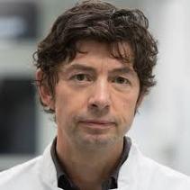 Christian Dorsten, gut geschmiert von der Prominenz der Bestechungs Pharma Mafia, welche die Schweine Grippe Profite erfand: 2004 erhielt Drosten den GlaxoSmithKline-Förderpreis für Klinische Infektiologie,